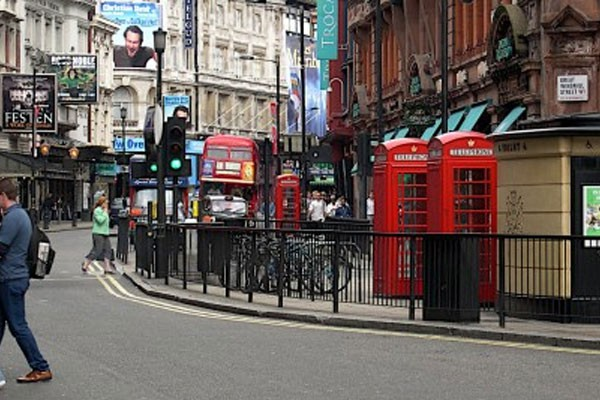 famous_streets_london_shaftesbury_avenue